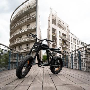 ‼️ BREAKING NEWS ‼️  Ça y est, les bikes en provenance d'Amsterdam arrivent bientôt sur site 😃 À toutes celles et ceux qui ont passé commande pour la livraison du mois de Mai, vous allez pouvoir kiffer en Super73 dès la semaine prochaine avec en prime, une semaine sous le soleil qui va vous permettre d'en profiter all day !  Prêt(e) à vivre l'expérience Super73 ?! 🤙