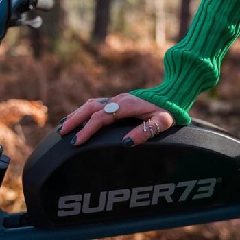 Recharger ses batteries ça vaut pas seulement pour toi mais pour lui aussi ⚡️ Le Super73-S2 peut te fournir jusqu'à 120km d'autonomie avec le mode ECO, de quoi te conduire là où tes envies te guident.  ________________ 📸 @julienfabro #super73 #electric #bike #details