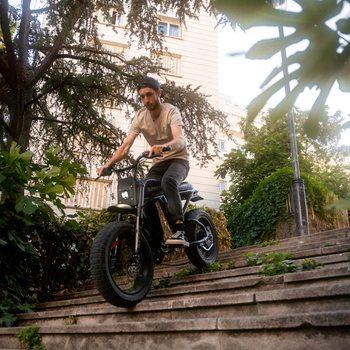 Quel plaisir de retrouver notre ambassadeur Parisien ! @lucaconter 🔥 Il n'a pas perdu sa folie au guidon de son RX.  On a pu participer ensemble au ride mensuel organisé par @mattepicadventures et c'était au dessus de tout ce que je m'attendais ! 43 Riders réunis pour faire le tour de Paris avec nos Super73 ⚡️  La prochaine fois t'es là ?  @super73 @super73eu @super73community   #bikelife #ebike #letscruze #super73 #super73eu #paris